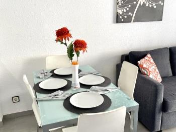 Apartbeach Novelty ,a 50m de la playa,con piscina - Apartment in SALOU